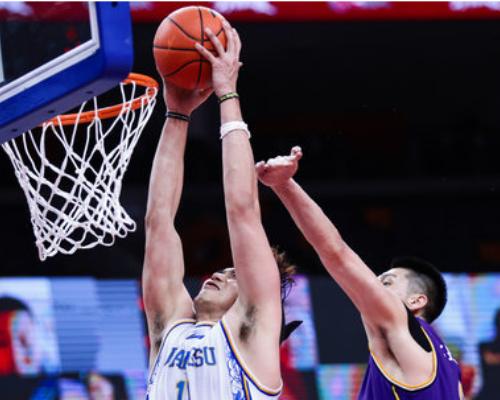 11投10中超高效率,吴冠希砍下24分9篮板