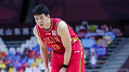 发挥出色!姜宇星全场砍下23分5篮板5助攻