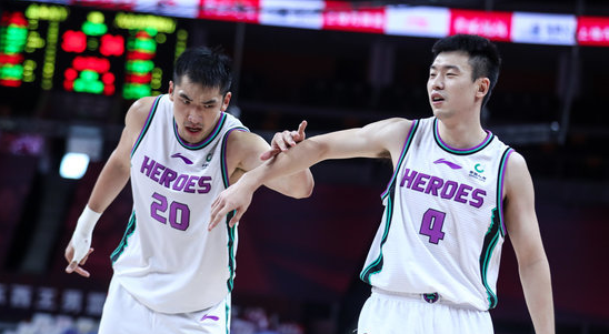 末节独得10分,张辉全场得到17分4篮板3助攻5抢断