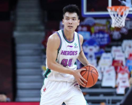 得分创赛季新高!陈培东全场得到21分7篮板6助攻3抢断5失误