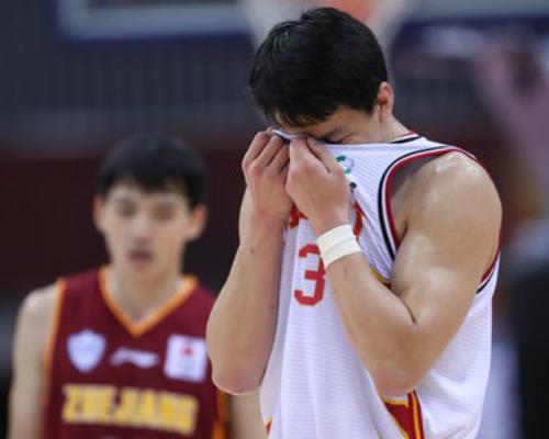 带伤出战尽力了,姜宇星全场空砍22分3篮板