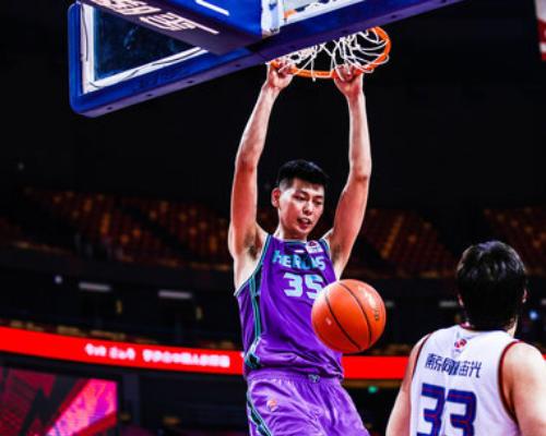 得分篮板助攻创赛季新高!朱荣振全场得到24分14篮板4助攻