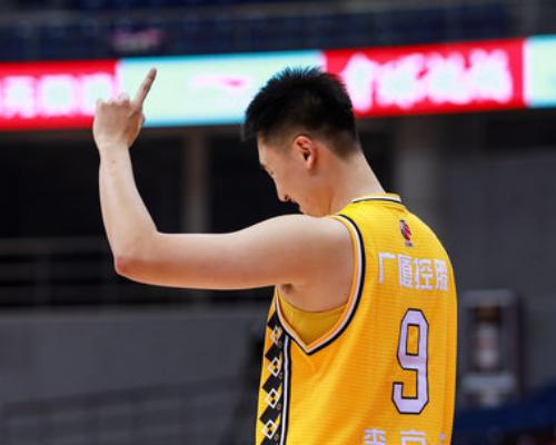 9记三分追平个人生涯纪录,李京龙砍下29分6篮板