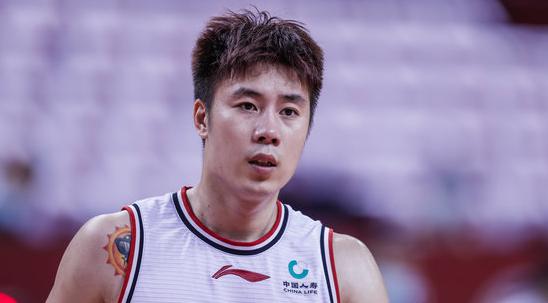 杨林祎全场空砍24分6篮板,轰下7记三分球不敌八一