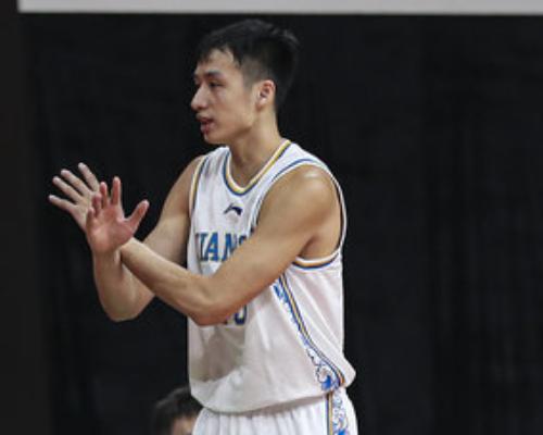 首秀!郑祺龙全场得到20分4篮板1助攻3抢断