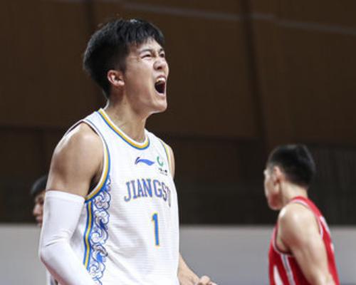 得分创生涯新高!黄荣奇全场得到22分6篮板6助攻