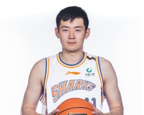 新赛季首秀!施宇晨全场得到21分6篮板7助攻2抢断