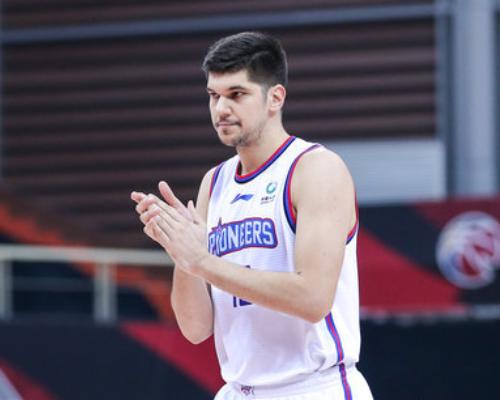 篮板创赛季新高!托多罗维奇砍下36分20篮板4助攻