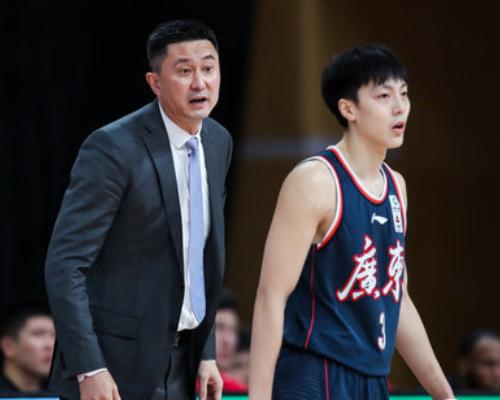 胡明轩15分10篮板,CBA生涯首次单场篮板上双