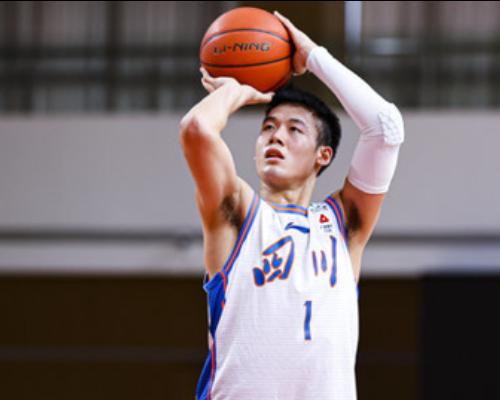 篮板创赛季新高!景菡一全场得到11分11篮板2助攻